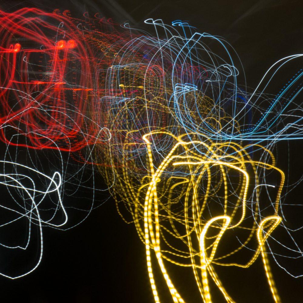 abstrakt malen Farbe gelb weiss rot blau Licht