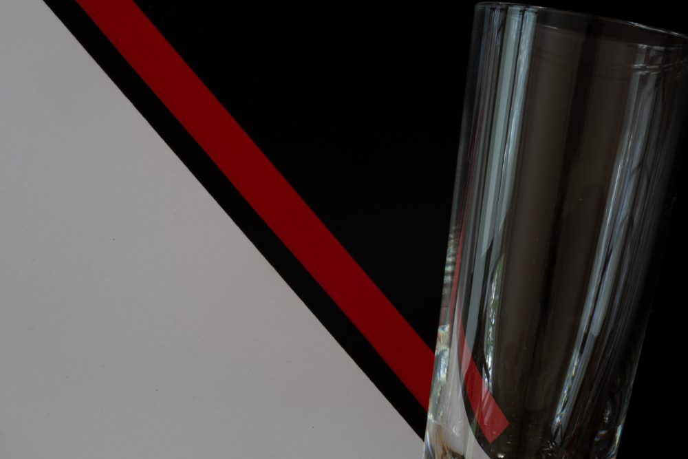 Bauhaus Form Farbe schwarz weiss rot Diagonale