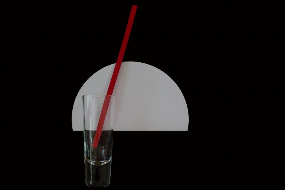 Bauhaus Farben Glas schwarz weiss rot